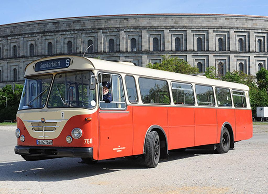 Oldtimer Bus Buessing